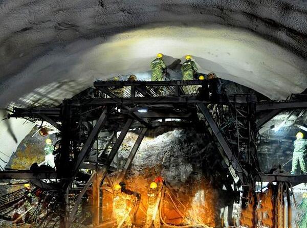 四川最长铁路隧道西成客专贯通在即