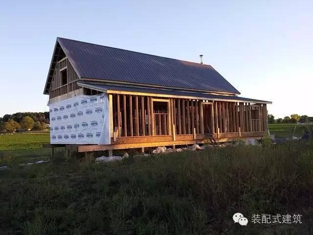 美国农村建房全程实拍——装配式木结构施工,速度快、性能好!_1
