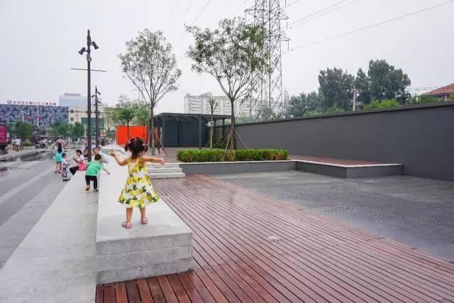 一个单词产生的设计灵感,结果火了北京的商业广场~_37