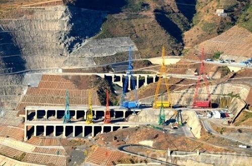 世界最大缆机群在白鹤滩电站安装完成