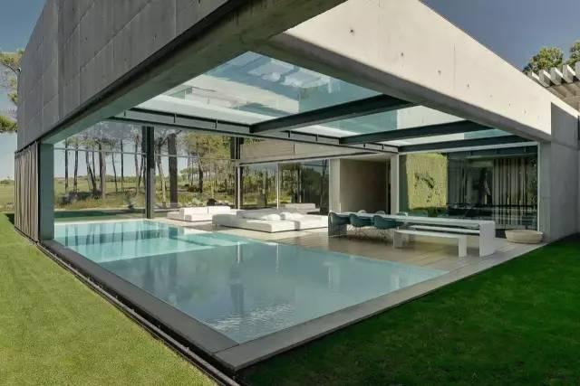把屋顶设计成空中泳池,只有鬼才,才敢如此设计!_6