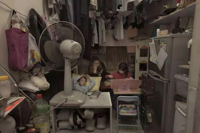 """没见过香港的""""棺材房""""你都不知道住得多幸福_7"""