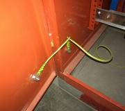 整改后:配电箱门跨接地线已接到接地排上。(箱门上有仪表必须要跨接地线)
