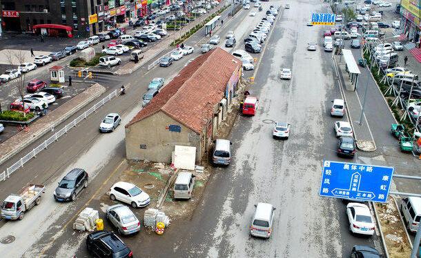 济南门头房占据路中央