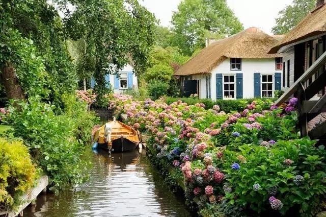 这个荷兰小镇700多年不修公路享受自然