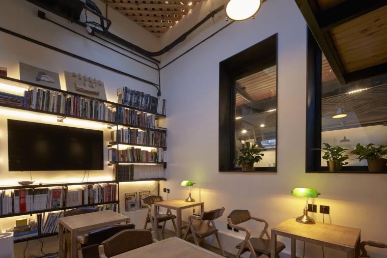 北京北海百年糖房改造-103-公共空间的咖啡图书区