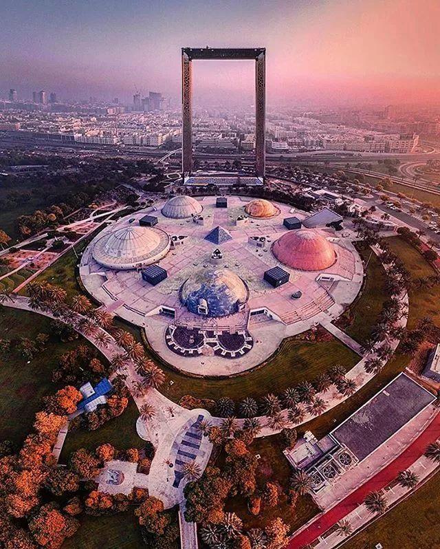 2018年迪拜用3个亿造了个冲破天际的相框_10