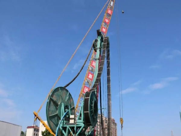 国产双轮铣助力春风隧道超级盾构始发井施工