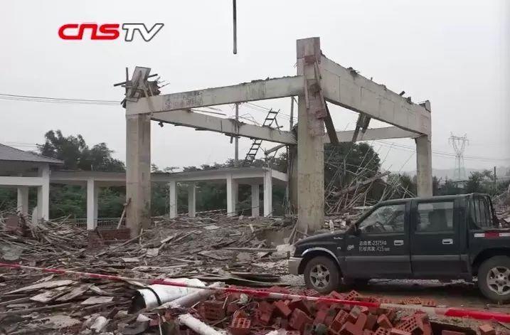 南宁3死4伤坍塌事故原因公布:模板支架拉结点缺失、与外架相连!_1