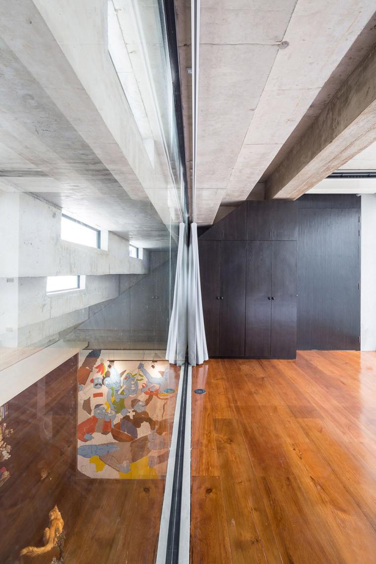 泰国设有阶梯式屋顶露台Fuzzy住宅-11