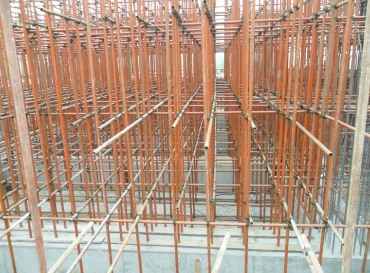 [河北]建筑集团土建工程施工安全质量标准化图集(123页,图文并茂)-模板支撑体系实例图