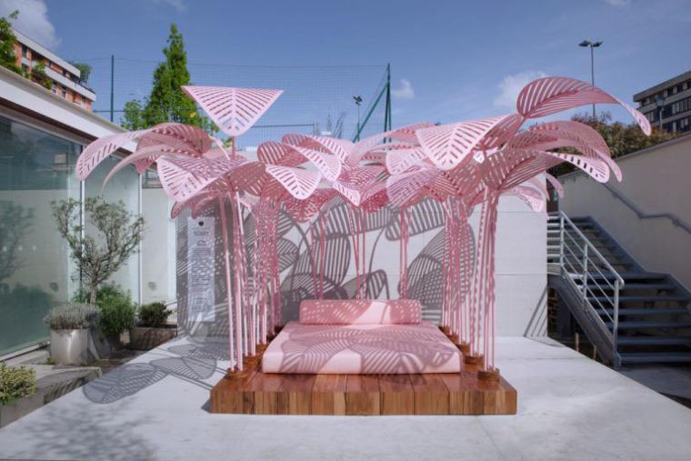 意大利粉红色丛林式沙发床装置艺术