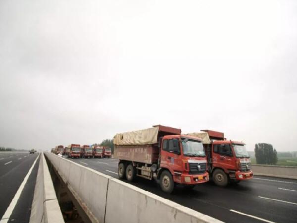 开港大道贾鲁河大桥进行主体工程桥梁荷载试验