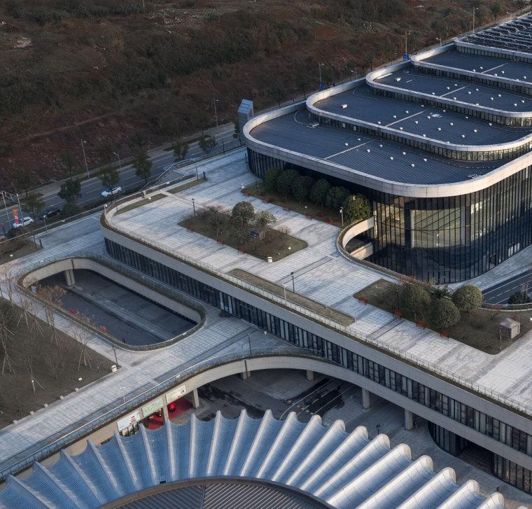 临安半透明轻盈的体育文化会展中心外部实景图 (3)
