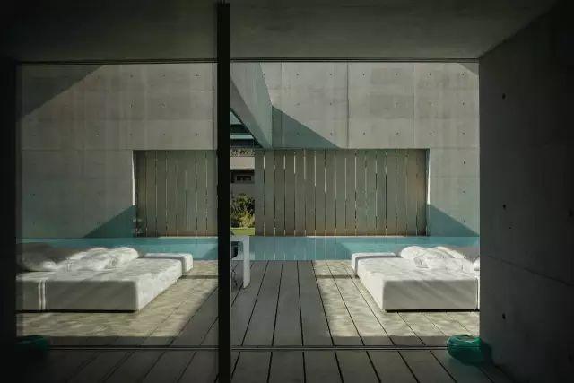 把屋顶设计成空中泳池,只有鬼才,才敢如此设计!_31