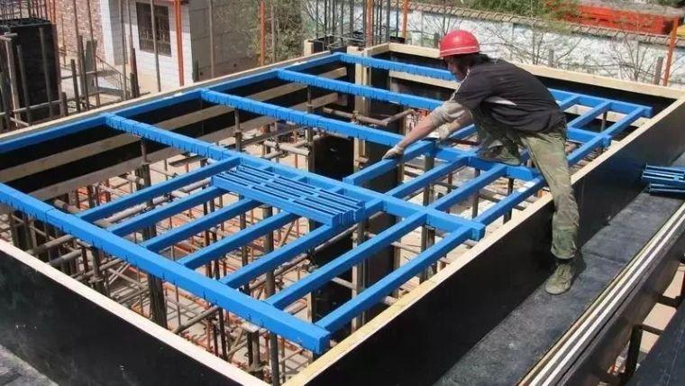 建筑模板冬季施工注意事项 !