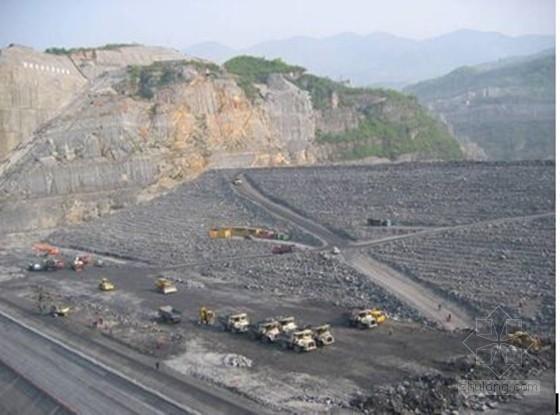 高面板堆石坝坝体填筑及预沉降变形控制施工工法