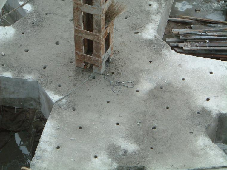 深基坑支撑微差控制分阶段爆破拆除施工工法