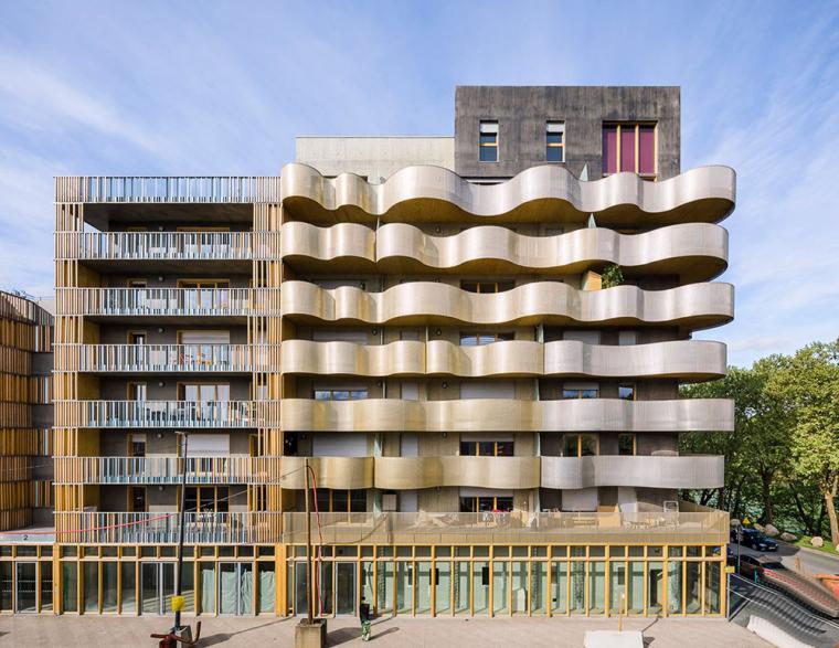 法国波浪形阳台住宅