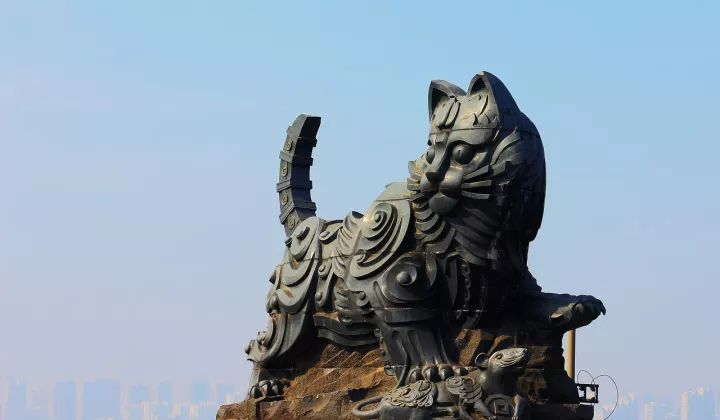 """桥头的雕塑竟然是两只""""大猫""""?原因竟是这样......_4"""