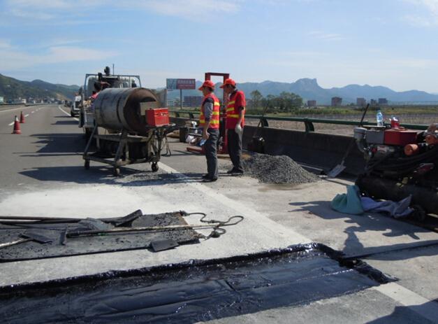 水泥混凝土路面胀缝处破损、拱胀、错台、填缝料失落怎么处理?