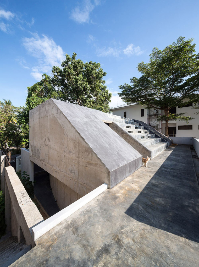 泰国设有阶梯式屋顶露台Fuzzy住宅-3