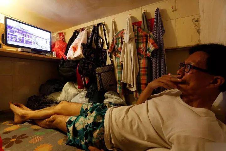 """没见过香港的""""棺材房""""你都不知道住得多幸福_18"""