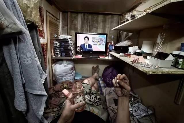 """没见过香港的""""棺材房""""你都不知道住得多幸福_20"""