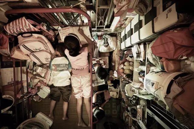 """没见过香港的""""棺材房""""你都不知道住得多幸福_8"""