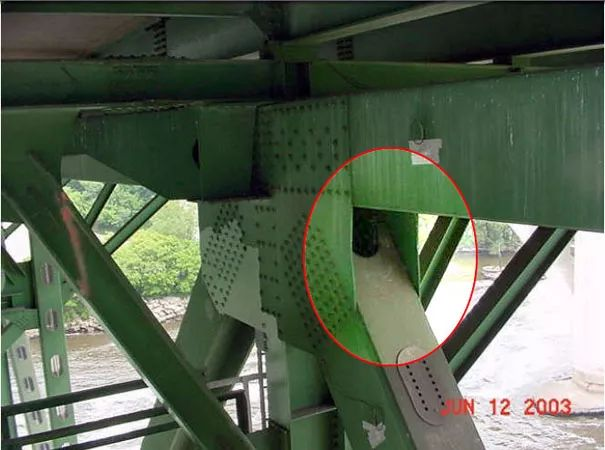 13人死亡,145人受伤,美国密西西比河大桥垮塌事故