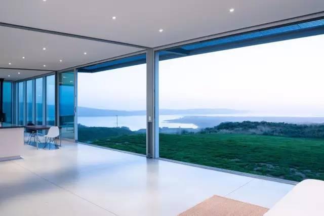 把大海关进窗子里的海景别墅设计