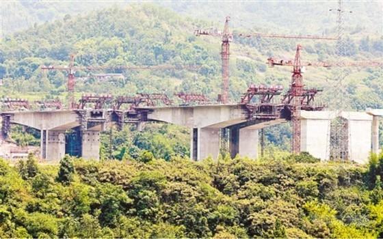 [重庆]72m+130m+72m三跨预应力连续刚构桥箱梁菱形挂篮对称浇筑施工方案61页