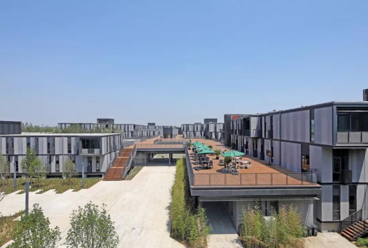 雄安市民服务中心,上千集装箱搭建临时办公区 / 中国建筑设计研