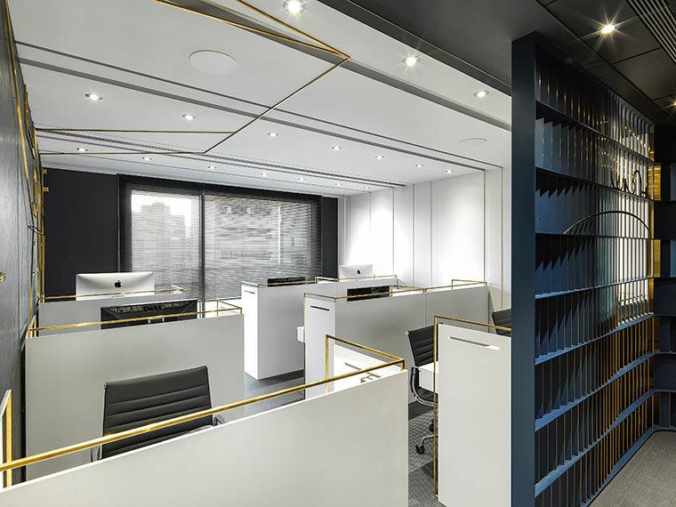 运用LED光箱组成的办公室室内实景图 (6)