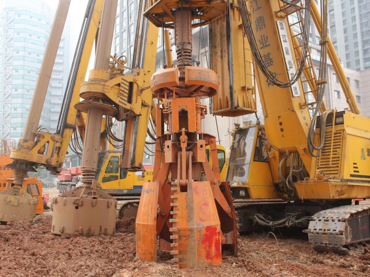 盖挖逆作车站工程AM桩施工工法