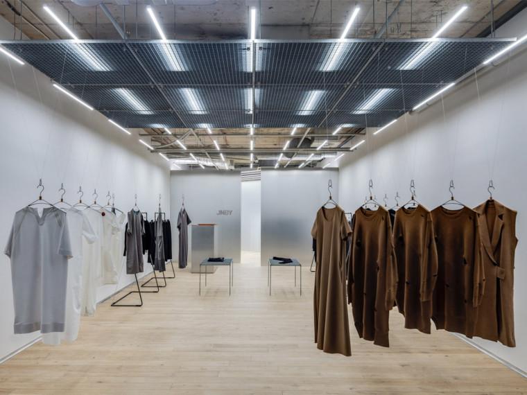 立陶宛自然简洁的JNBY服装店