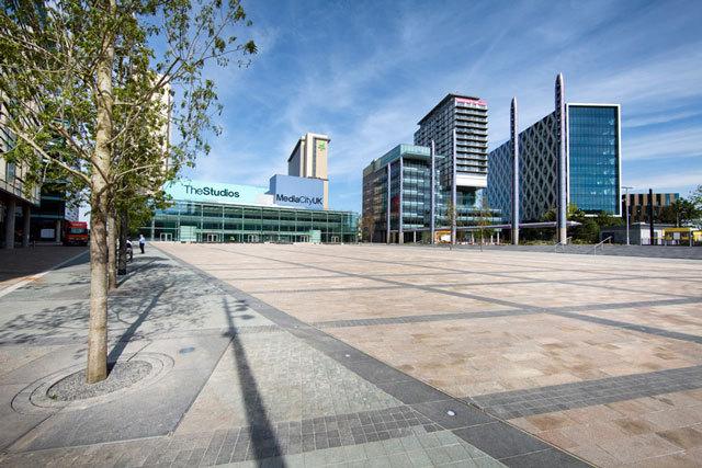 英国媒体城户外空间景观设计_10
