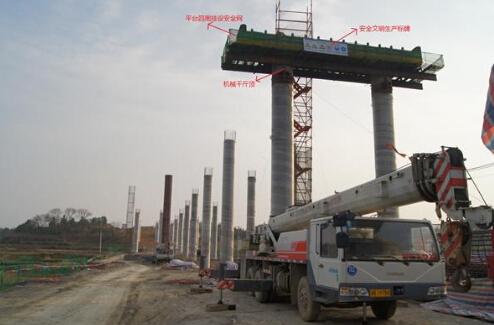 桥梁施工时,如何防止墩柱顶部出现水平裂缝?
