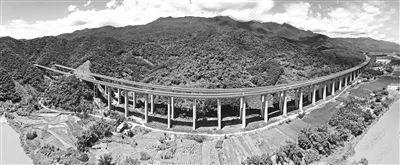 海南首条高速公路什么样?全长250公里,最初只开工半幅