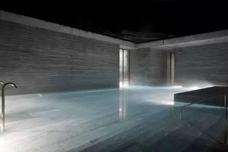 万万没想到老头花十年,用1.5亿造出来的澡堂子!拯救了破产小镇!_25