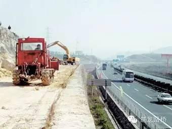公路改扩建必备:路基拓宽拼接方案
