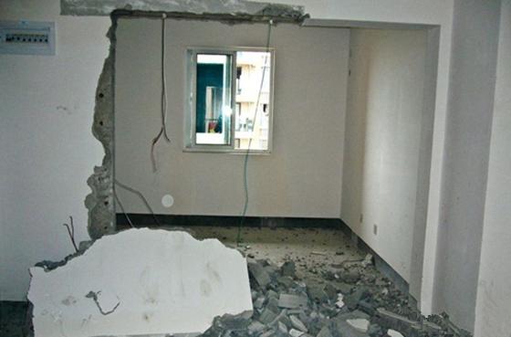 """九江:老房子装修敲掉承重墙 邻居吓得""""有家不敢回"""""""