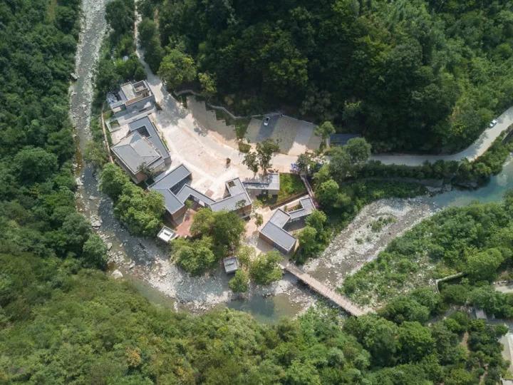 大山里的泥巴房子,最美