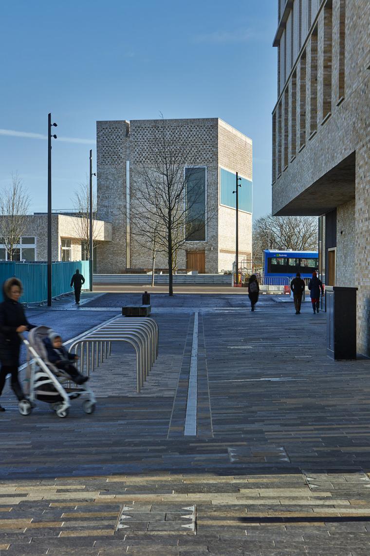 英国剑桥大学社区中心与托儿所 外部实景图 (1)