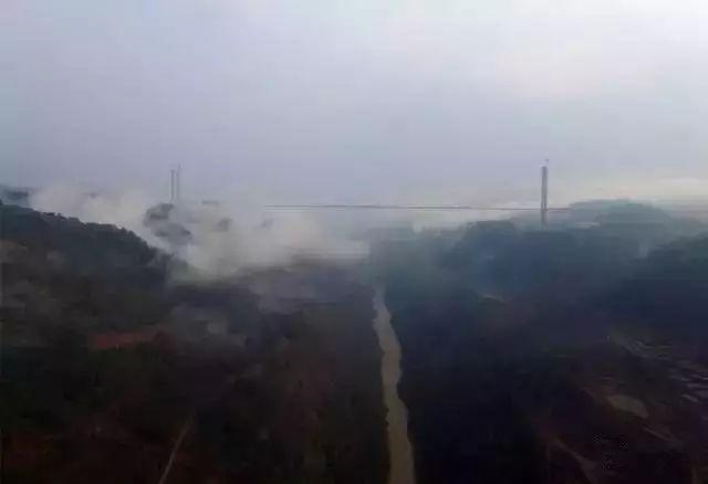 """""""亚洲第一大桥""""通车了,美国专家惊呆了!云雾浩渺,太壮观了_8"""