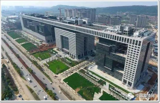 """[工程]又一世界纪录!武汉要建""""横着606米""""的超级幕墙工程"""