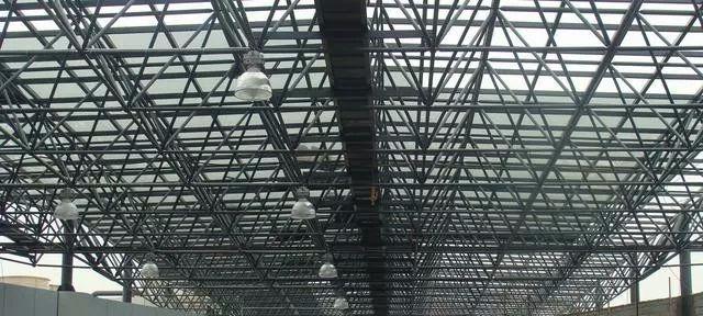 钢结构工程施工流程及安全管理注意事项