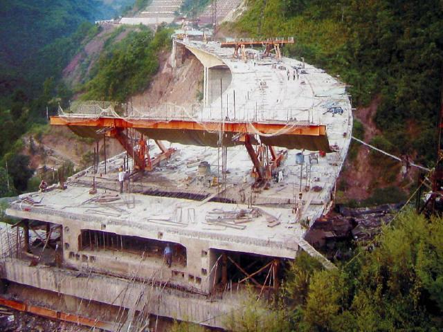 悬臂现浇连续刚构变截面箱梁桥挂篮设计图及施工方案计算书(共30个文件)