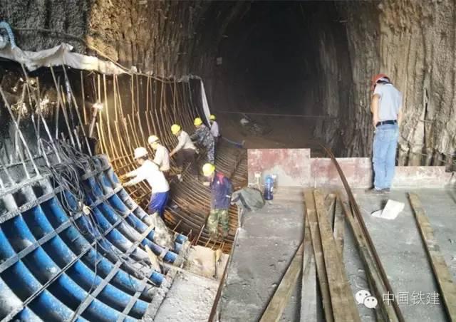 隧道施工的未来:机械化PK人海战术!_5