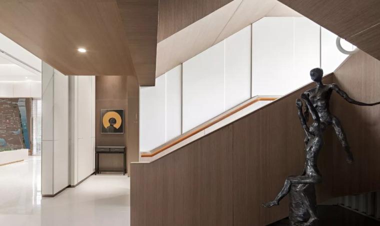 精致材料和简洁配饰,打造出低调素雅的空间_24